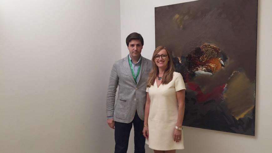 Héctor M. Morell con Doña Ana Vega Fernández, Directora General de Empresa y Competitividad de la Junta de Extremadura