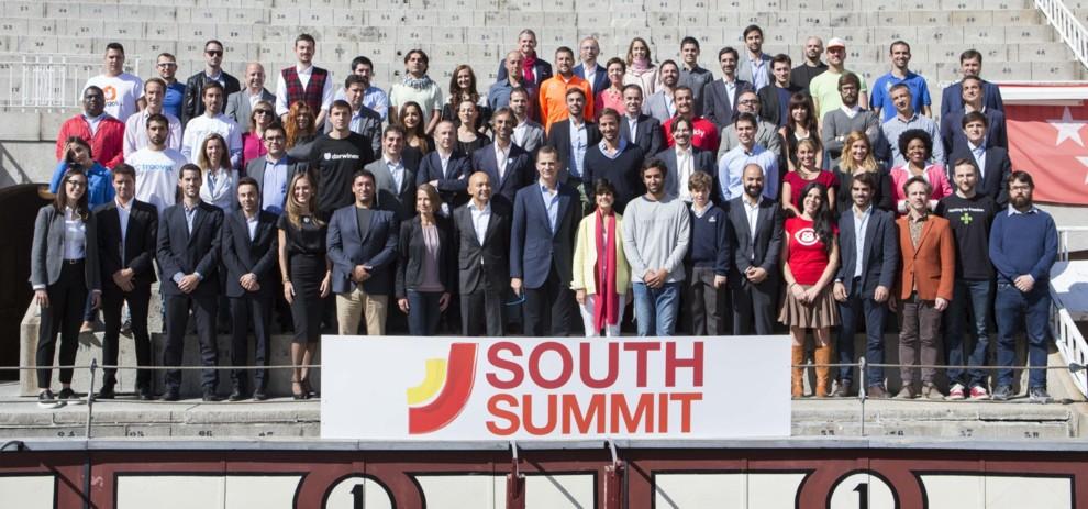 Su Majestad el Rey Felipe con los 100 proyectos finalistas de la Startup Competition